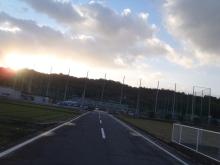 $Cycling Shop ヤマネ のブログ-会場入り、秋の朝の空。